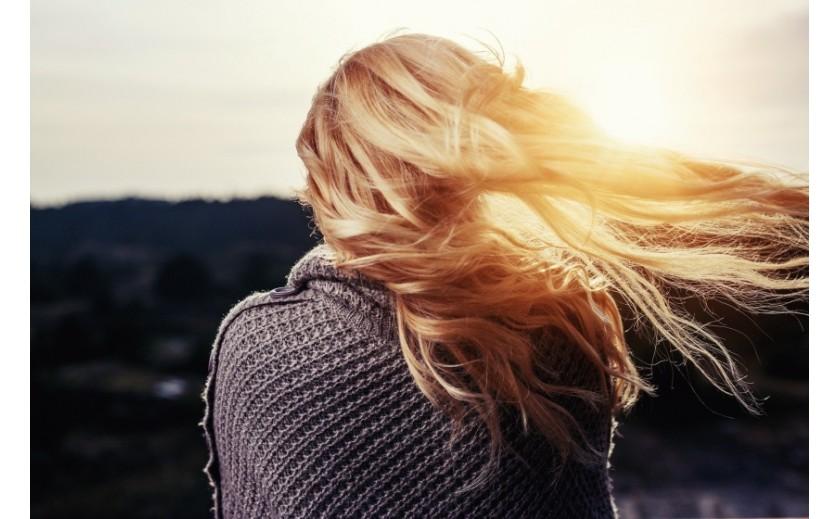 Sposób cud-MIÓD na włosy suche i zmęczoną cerę! Sprawdzone przepisy na maseczkę z miodem
