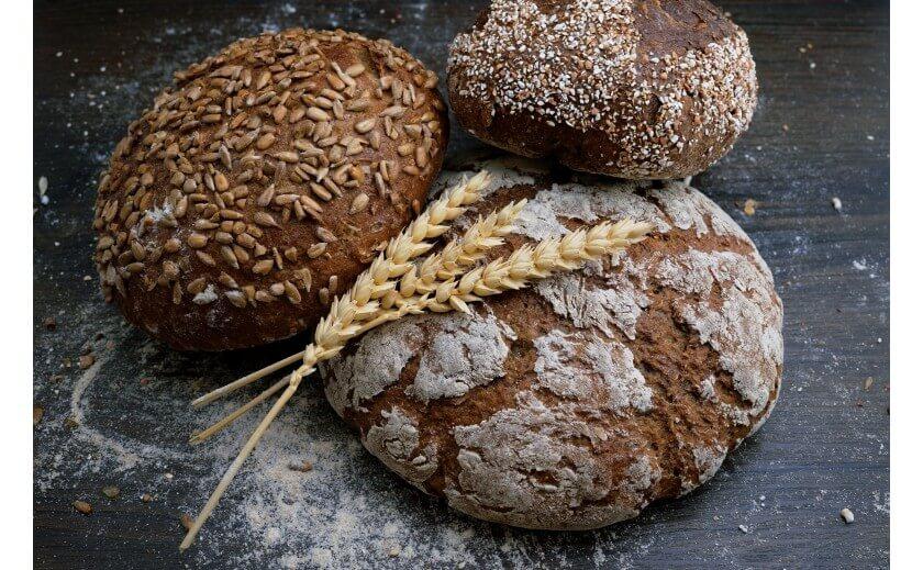 Jaki wypiekacz do chleba wybrać? Radzimy, na co zwrócić uwagę