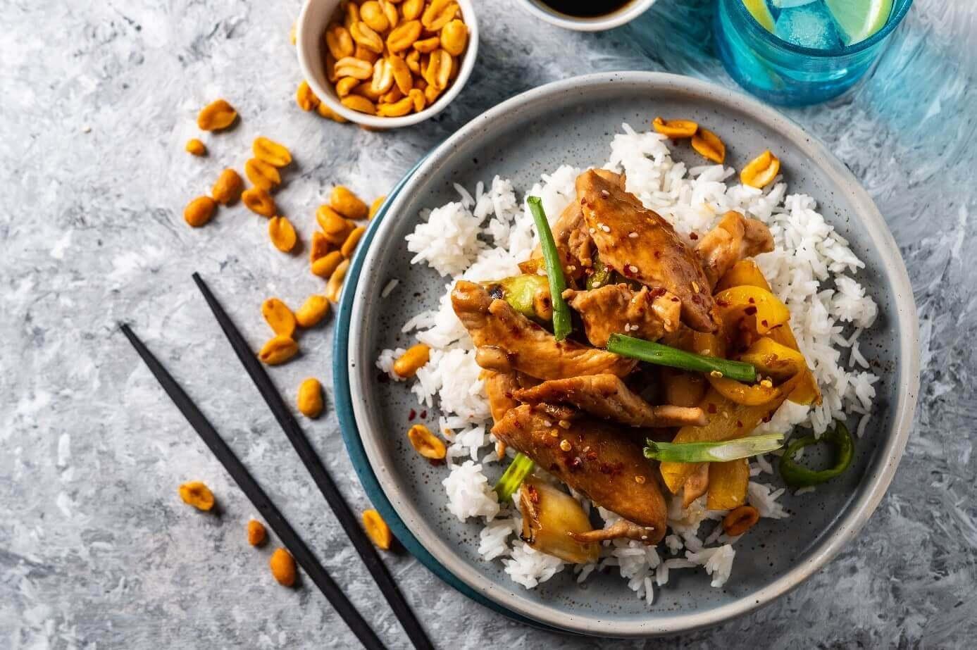 Indyk z ryżem i orzechami ziemnymi