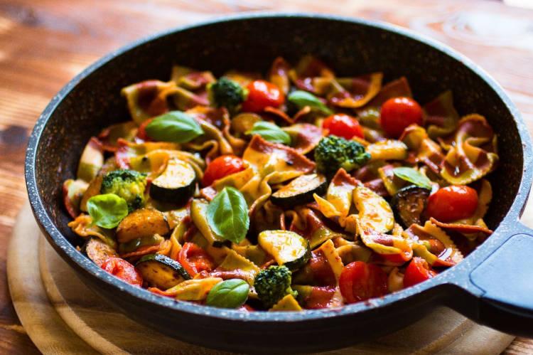 makaron z cukinią i suszonymi pomidorami